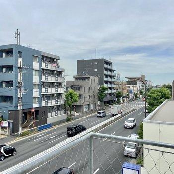 【眺望】通りに面していますが騒音や振動、排気ガスなども特に気になりませんでした。