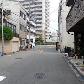 【周辺環境】住宅街で車どおりはほとんどなかったです!でも駅まで歩いて3分くらい!