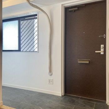 小窓付きで換気もしやすい土間空間。