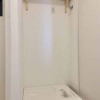 洗剤などを上棚に収納できますね。