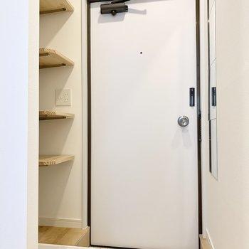 モノトーンのオシャレな玄関。