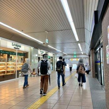 駅ナカにもパン屋さんが。朝食を買うのに便利ですね。