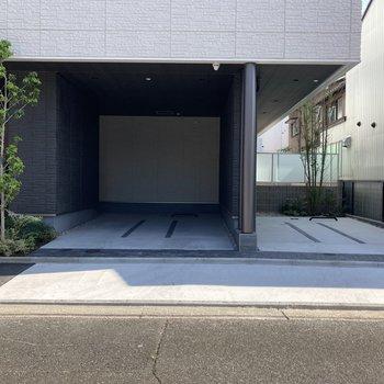 敷地内にある駐車場。