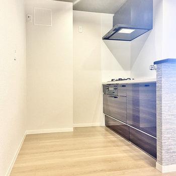 【LDK】キッチンスペースも広い!(※写真は2階の同間取り別部屋のものです)