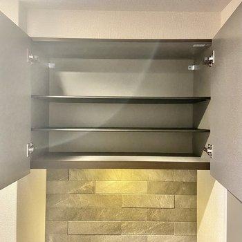 シューズボックスは2段。壁のタイルがイカしてます。(※写真は2階の同間取り別部屋のものです)