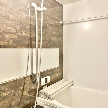 男前なバスルーム!浴室乾燥機もついていますね。(※写真は2階の同間取り別部屋のものです)