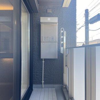 バルコニーでは外干しが可能。(※写真は2階の同間取り別部屋のものです)