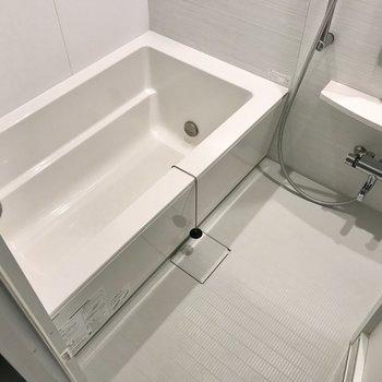 お風呂、とってもゆったり!しかも追焚機能付き、のんびり長風呂を♩(※写真は5階の同間取り別部屋のものです)