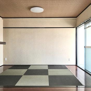 畳と思ったら畳調のフロアタイル のようです、旅館みたいだ◯