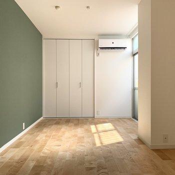寝室にそっと彩るグリーンのクロス