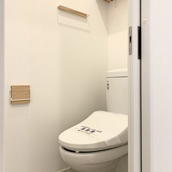 トイレが玄関横に、小物もおしゃれ〜〜!