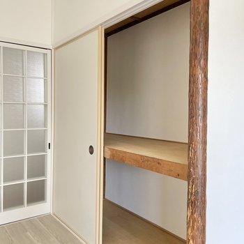 〈玄関側の洋室〉この収納には洋服をしまうのがいいかな?