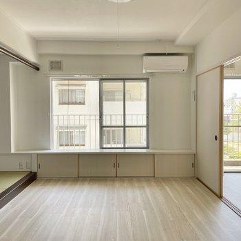 お部屋はポカポカの南向き。大きな窓がありがたいですね!