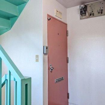 共用廊下。この色使いがたまらない!