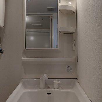 身支度のしやすい独立式の洗面台です。