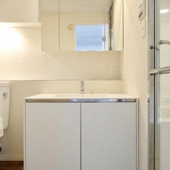 洗面台はまるでホテルのように