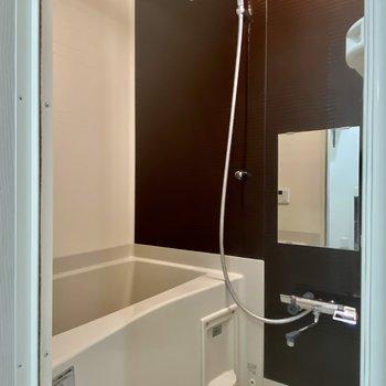 お風呂はゆったり入れそうな広さがありますよ。