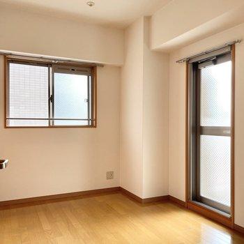 4.7帖の洋室は個室感があります。