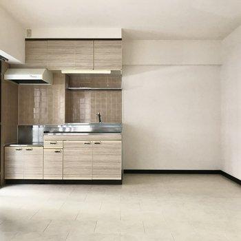 フロアタイルを敷き詰めた床がなんだか可愛いのです!