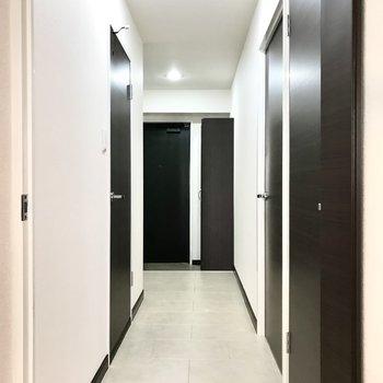 洋室は廊下側にありました。右の手前は…