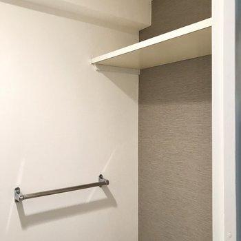 上には便利な棚も◯
