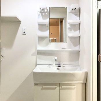 洗面台横のスペースも便利◯