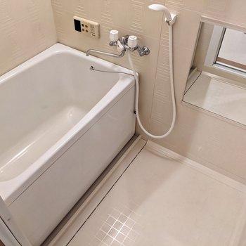 お風呂には高温差し湯機能つき。