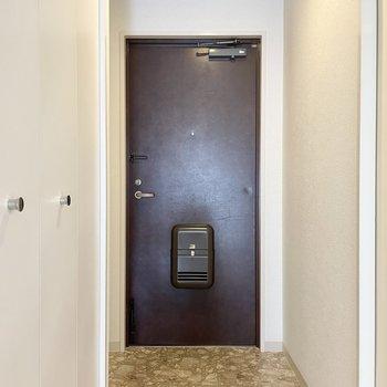 玄関にはシューズボックスがないので、