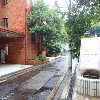 【周辺環境】大阪のおしゃれな街と言ったら中崎町!お部屋の近くは専門学校が多いですが、路地に入っていけば行くほど気になるお店が見つかりますよ。