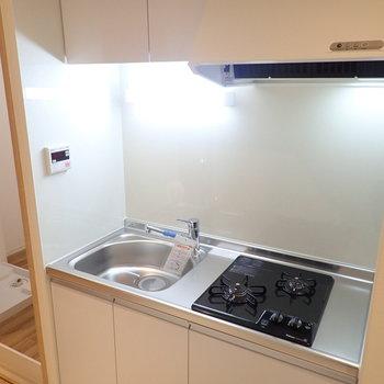 システムキッチン!2口ガスコンロで自炊もがんばれちゃいます。