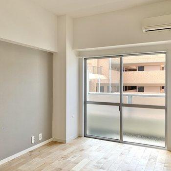 【洋室6.5帖】広さとしてはダブルベッドが配置できるくらい。
