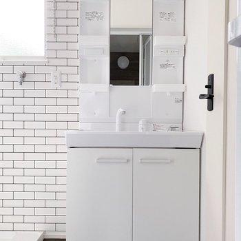 【1階】ポケット多めの独立洗面台。朝の準備はここでまるっと終わりそうです。