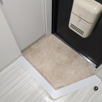 玄関スペースはコンパクトなので靴はシューズボックスに収納しましょう。