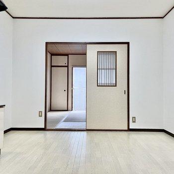 【DK】窓と扉が直線の動線なので風通しが良さそう。