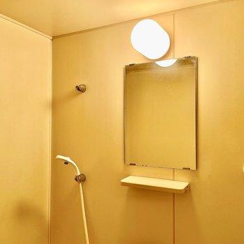シャワーヘッドの位置は三箇所あります。