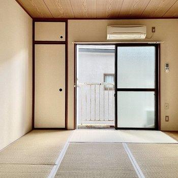 【和室】畳でより落ち着く雰囲気がします。