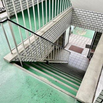 【共有部】エレベーターはないのでお部屋までは階段をご利用ください。