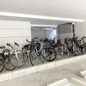 屋根のある駐輪スペース。