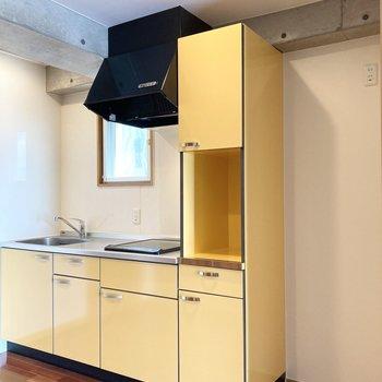 向かいのキッチンも見てみましょう。右のスペースには冷蔵庫が置けます。