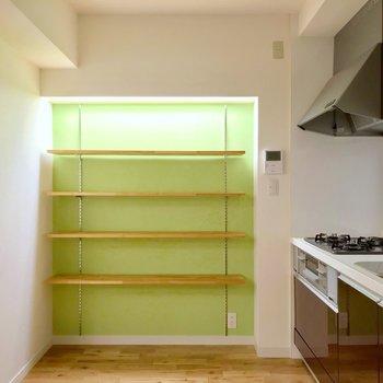 この棚にはスパイスをいっぱい並べたいな〜(※写真は5階の反転間取り別部屋のものです)