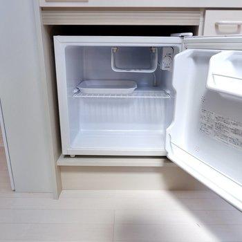 ミニ冷蔵庫が備え付けられています。
