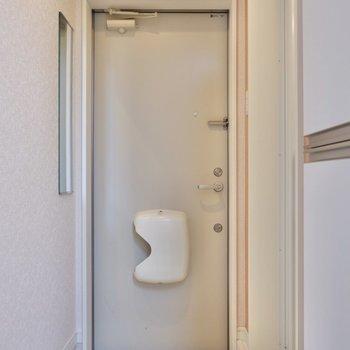 玄関扉はダブルロックで安心です。