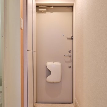 玄関扉はダブルロック。