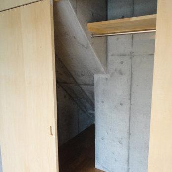 斜面は別室の階段部分です。 ※写真は5階の同間取り別部屋のものです