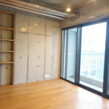 2階のお部屋も日当たり良し。 ※写真は5階の同間取り別部屋のものです