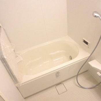 追焚、浴室乾燥、機能も充実! ※写真は5階の同間取り別部屋のものです