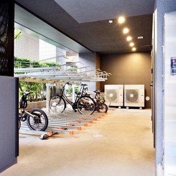 裏手に駐輪場があり、濡れさずに自転車を保管できます。