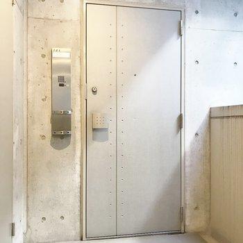 シュッとした玄関扉