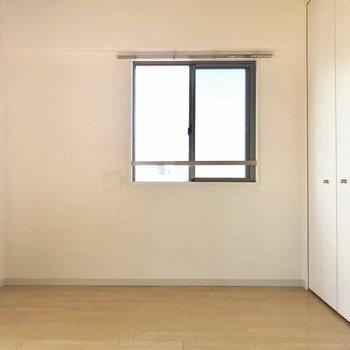 角部屋だから窓もあります(※写真は7階の同間取り別部屋のものです)