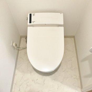 トイレはシンプルに(※写真は7階の同間取り別部屋のものです)